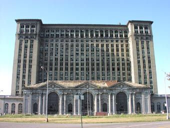 http://traditio.ru/images/8/87/MichiganCentralStation.jpg