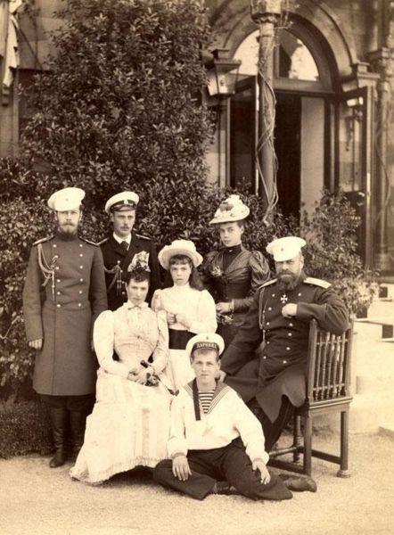 Файл:Последняя семейная фотография.jpg