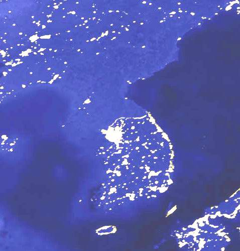 Файл:Korean peninsula at night edited.jpg