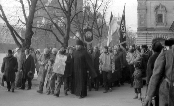 Proto-Russian-March-1989-Red-Square-Monarchist-Procession-3.jpeg
