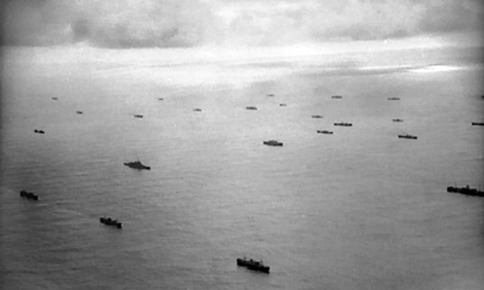 Файл:Aerial view of a convoy.jpg