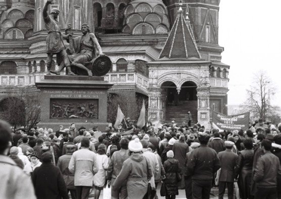 Proto-Russian-March-1989-Red-Square-Meeting-2.jpeg