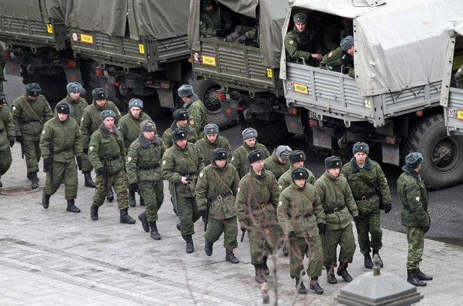 Файл:Troops-in-Moscow-March-4th-2012.jpg
