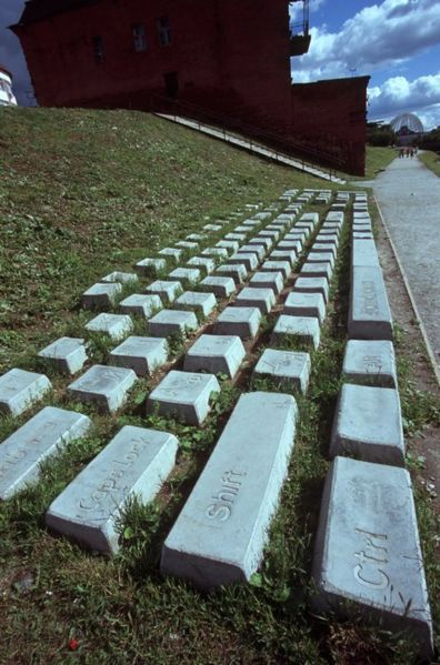Файл:Memorial to keyboard.jpg
