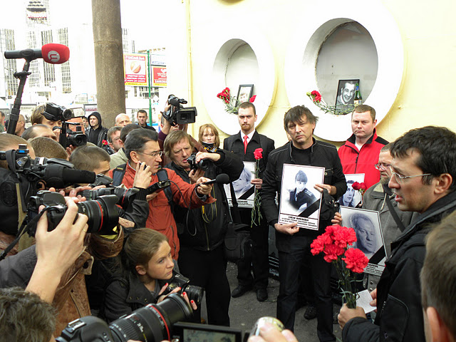 Файл:Victims-of-Ethnic-Crime-Commemoration-Day-01-10-2011-Moscow-Chistyye-Prudy-2.jpg
