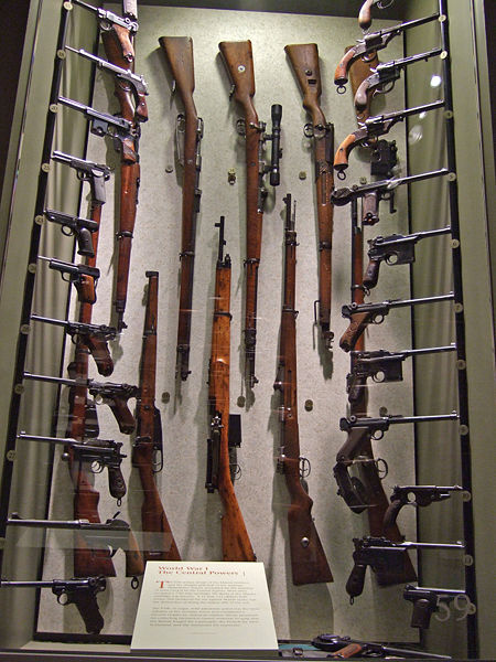 Файл:German WW I rifles and pistols.jpg