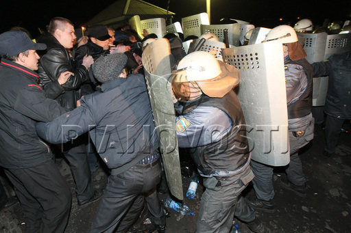 Файл:OMON-Clashes-with-Protesters-in-Mezhdurechensk-May-15-2010-1.jpg