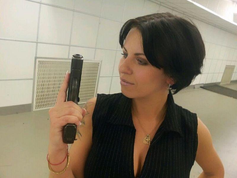 Файл:Ediye-Lyalina-and-Gun.jpg
